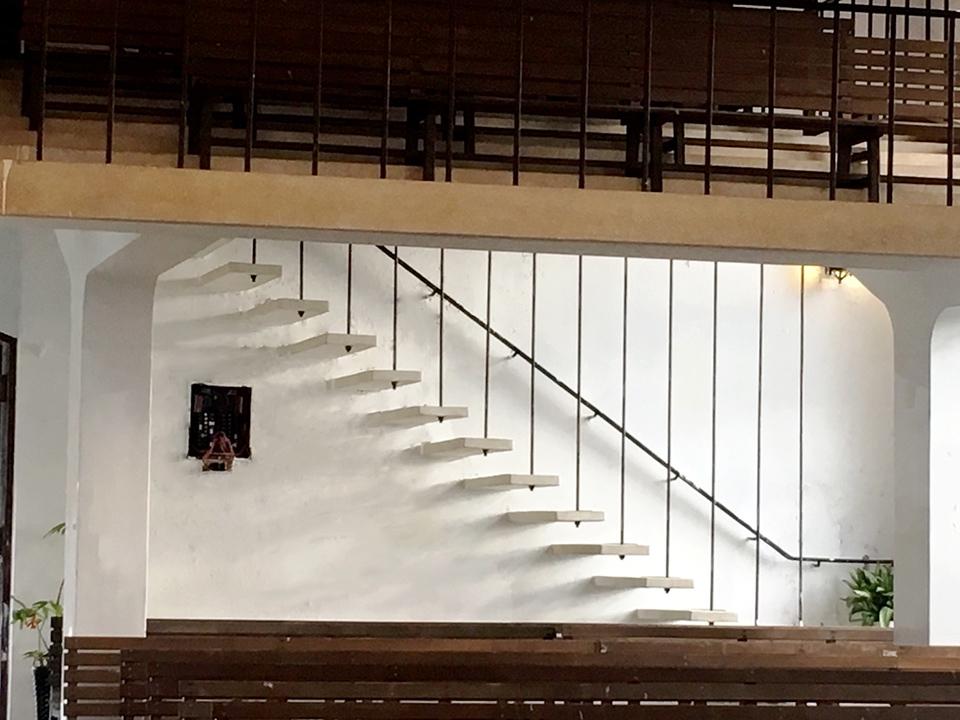 梨山耶蘇堂 - 白牆